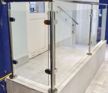 COMMERCIAL STAINLESS STEEL BALUSTRADE