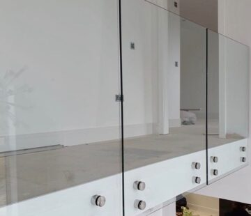 CONTEMPORARY GLASS BALUSTRADE