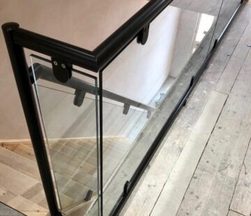 BLACK STAINLESS BALUSTRADE